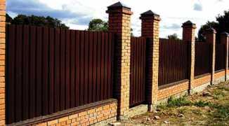 Как построить забор из профлиста — инструкция