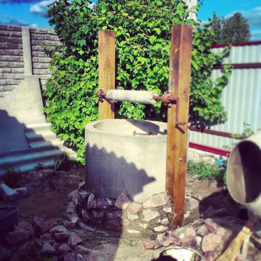 как украсить колодец из бетонных колец
