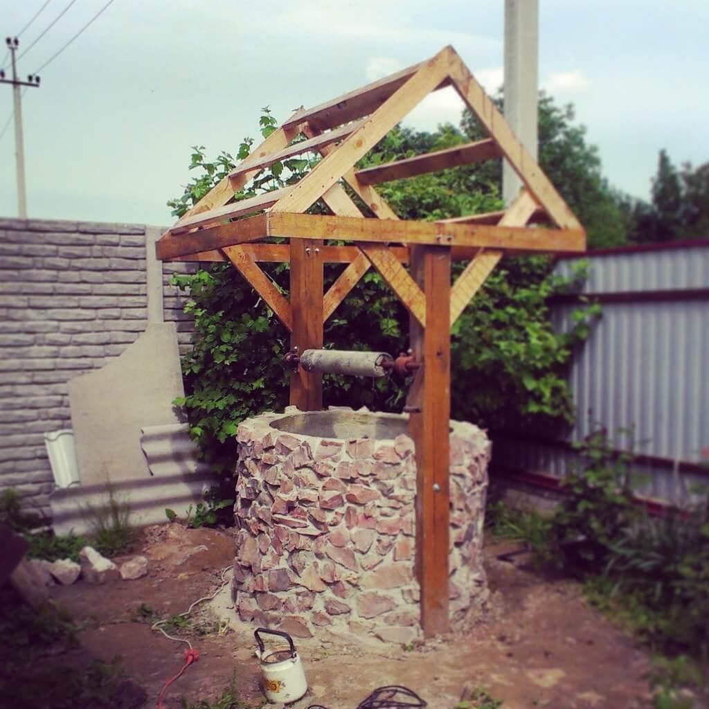 Из чего сделать декоративный колодец на даче своими руками