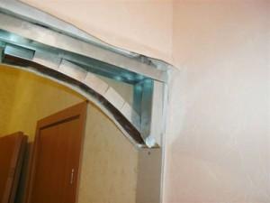 Образе крепления металлического профиля к стене