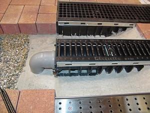 Решетки для канализации периодически нужно менять