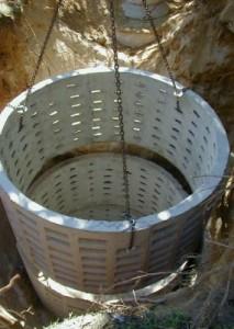 Часто при строительстве используют бетонные кольца
