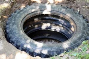 Образец сливной ямы из тракторных покрышек