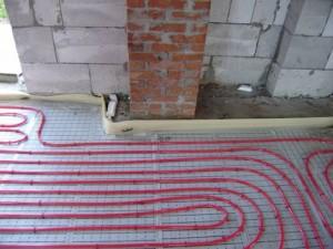 Демпферная лента -компенсирует тепловое расширение бетонной стяжки.