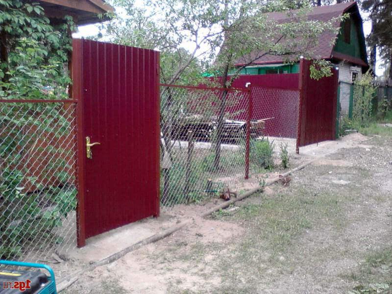 Заборы из деревянного штакетника своими руками