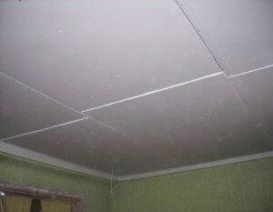 Потолок готов, но остались стыки