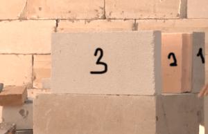 1. 10 сантиметровый блок уложенный на клей. 2.Слой минеральной ваты или утеплителя. 3. 5 см блок