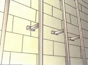 Вертикальная обрешетка на бетонную стену - фото
