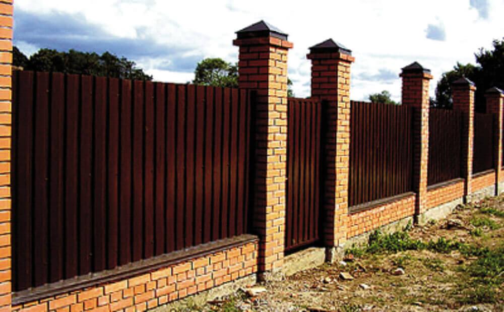 Как сделать забор из профлиста своими руками
