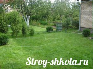 Отмеряем территорию с помощью нити и придаем контур