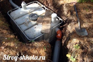 Подвод трубы канализации к септику