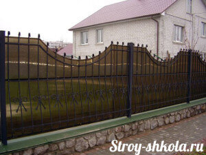 Красивый забор из поликарбоната