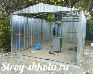 Процесс обшивки гаража металлопрофилем