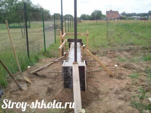 Процесс застывания бетона ленточного фундамента под забор