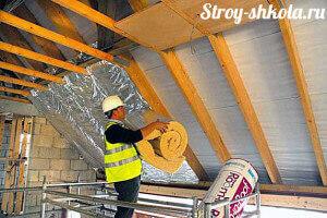 Укладка теплоизоляционных матов на крышу