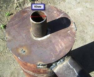 Привариваем крышку с отверстием для трубы распределителя.