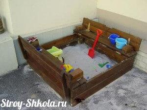 Получившаяся деревянная песочница