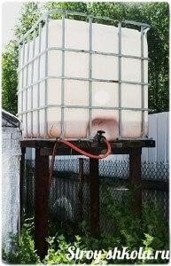 Устанавливаем бак и подключаем в системе водоснабжения