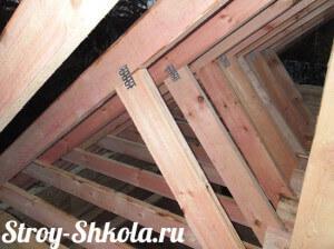 Установка подкосов для крыши