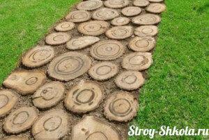 Дорожка из древесных спилов