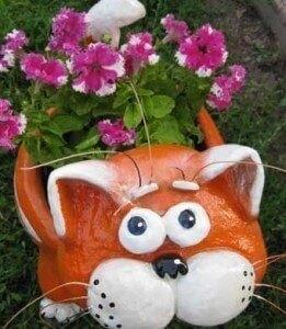 Клумба для цветов  в форме кота готова