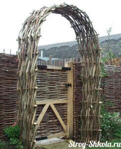 Плетеная арка - забор