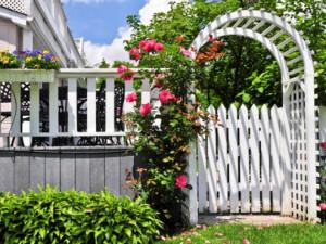 Садовая арка в качестве калитки
