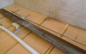 Натягиваем прочный шнур для установки маяковНатягиваем прочный шнур для установки маяков