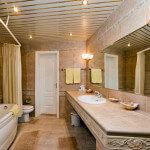 Потолок из алюминиевых панелей в ванной комнате