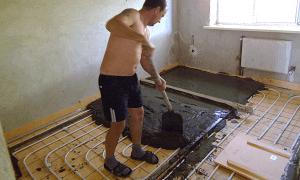 Процесс укладки стяжки для теплого пола