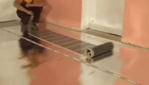 Расстилаем термопленку по поверхности пола