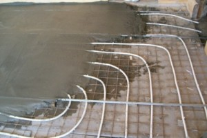 Стяжка водяного пола в доме - фото