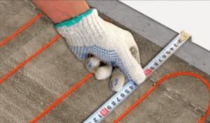 Укладка кабеля нагрева за 5 см от стены
