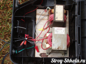 Делаем отверстия для циркуляции воздуха в инверторе