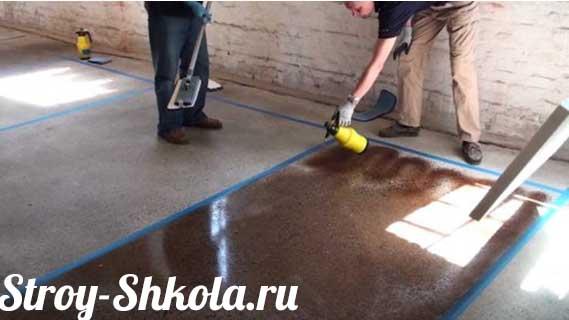 Процесс окрашивания бетона