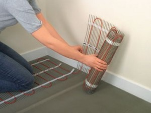 Укладываем нагревающие маты электрического кабеля