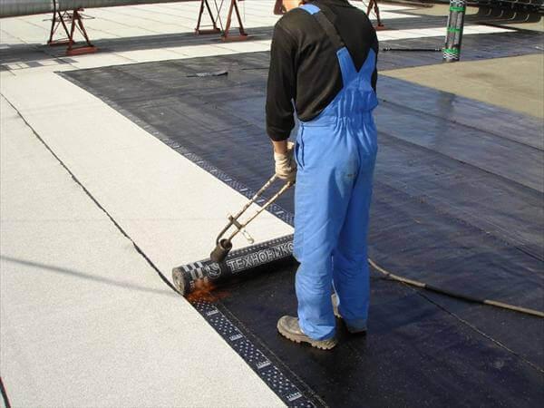 Гидроизоляция плоской крыши рулонными материалами