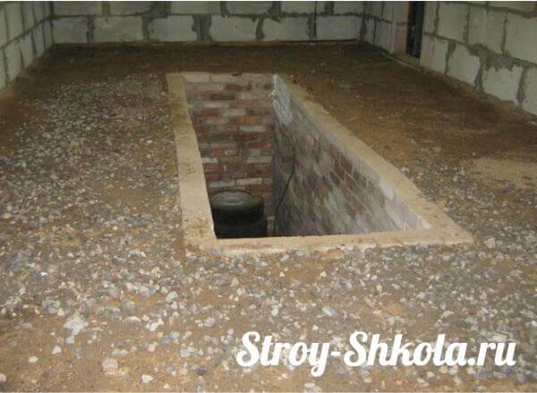 Подготавливаем основание перед заливкой бетонного пола