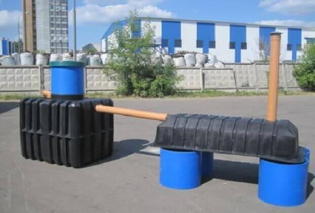 Рис. 2 Пластиковые Септики для дачи