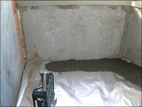Как залить пол на балконе