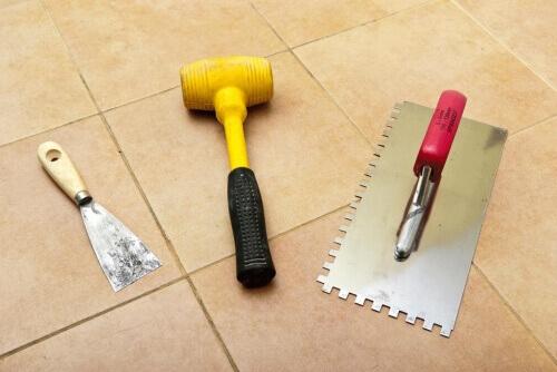 Рис. 6 Инструменты для укладки виниловой плитки