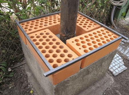 Кладка в 1,5 кирпича вокруг стального столбика.