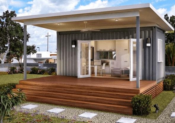 Дачное строение, выполненное с использованием современных отделочных материалов.