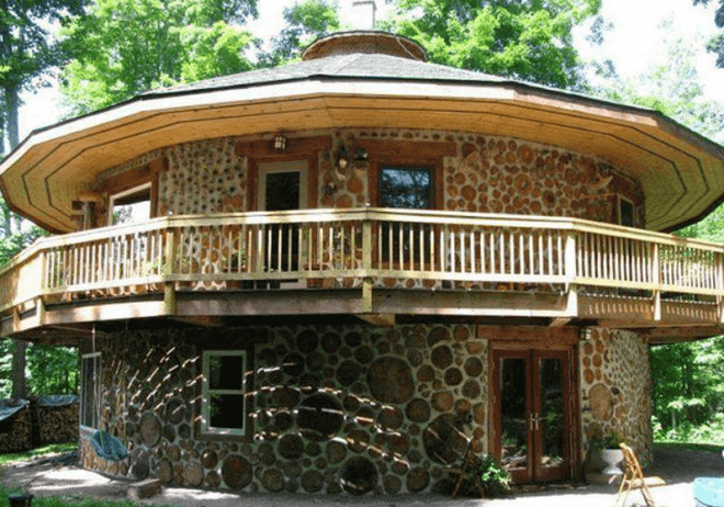 Шедевр экостроительства – круглый дом по технологии глиночурка