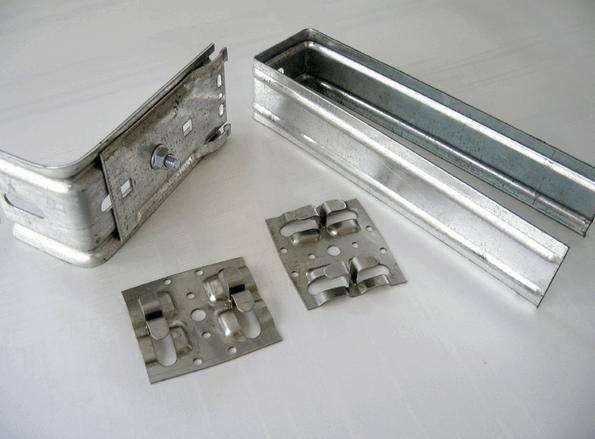 Так выглядят основные крепежные элементы для обрешетки фасада из металлокассет.