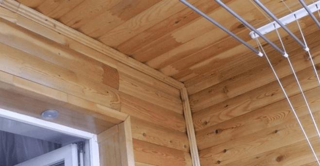 Так натурально выглядит лоджия, отделанная блок-хаусом.