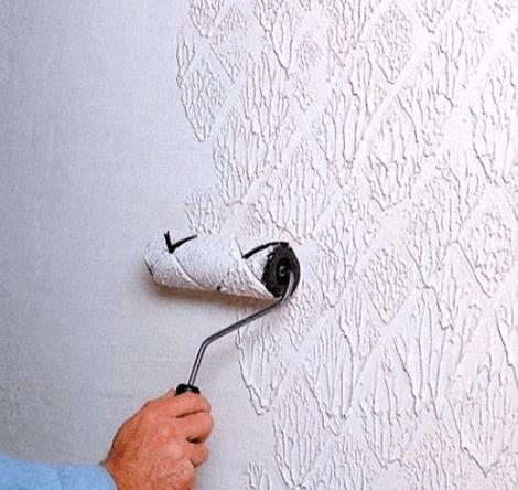 Определенно облегчит работу резиновый фигурный валик, с помощью которого легко создается красивый и четкий узор