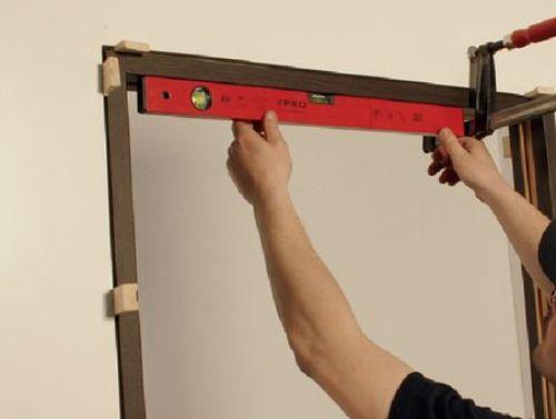 Как установить межкомнатную дверь и коробку своими руками