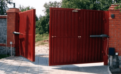 Автоматические распашные ворота из профилированного листа