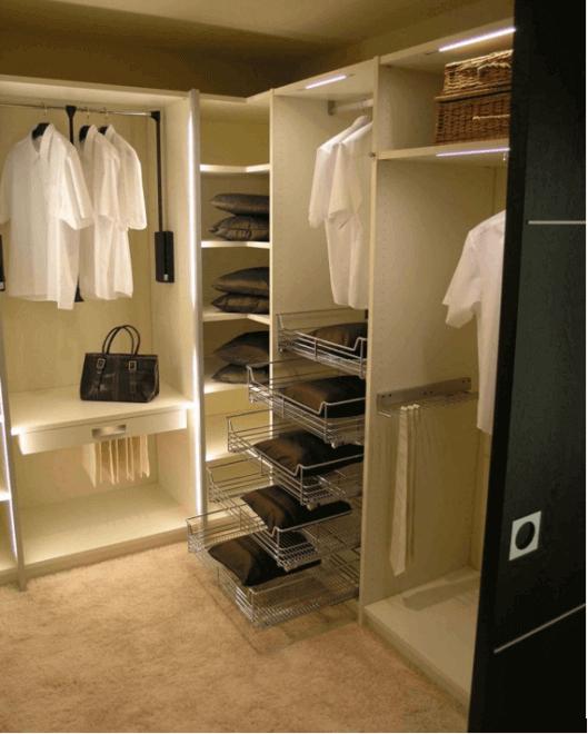 Интерьер современной гардеробной комнаты способен поразить своей красотой и функциональностью